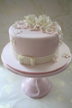 Please come and join the Cotton & Crumbs cake classes creating beautiful cakes, handcrafted sugar flowers and boutique cupcakes for all occasions. Gorgeous Cakes, Pretty Cakes, Cute Cakes, Amazing Cakes, Purple Wedding Cakes, Wedding Cakes With Flowers, Cool Wedding Cakes, Luxury Wedding Cake, Ivory Wedding