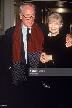 Married American actors Paul Newman and Joanne Woodward attend the premiere of the film 'Nobody's Fool,' directed by Robert Benton, Paul Newman Joanne Woodward, Most Beautiful Man, Famous Faces, American Actors, Famous People, Film, Amen, Earth, Couple