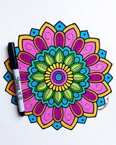 """"""" la vida es del color que tu quieras. """" 🖌🌼🧡 _ _ _ _ #mandala #zentangle #zentangleart #arte #art #fondo #dibujo #color #acuarela…"""