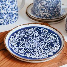 Bloomingville Molly Plate Blue Stoneware Mon Pote Dark Wood Desk, Dark Wood Furniture, Teak Wood, Walnut Wood, Kitchen Sideboard, Wood Interiors, Blue Plates, Stoneware, Tableware