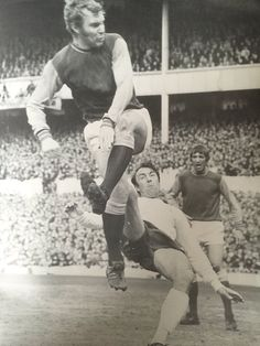 Bobby Moore clears from Jimmy Greaves Jimmy Greaves, Bobby Moore, West Ham United Fc, 1966 World Cup, Fa Cup Final, Big Men, Irons, Football Team, Premier League