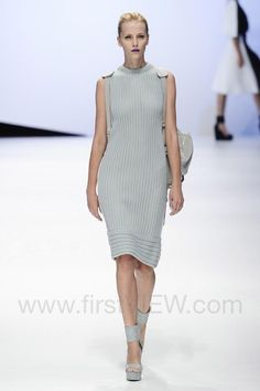 Hanae Mori - Ready-to-Wear - Runway Collection - Women Spring / Summer 2015 - See more at: http://firstview.com/collection.php?p=100&id=40447&of=104#sthash.X0nRGrSX.dpuf