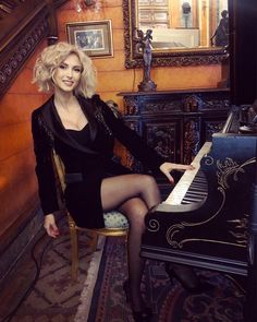 Life is like a piano 🎼 What you get out of it, depends on how you play it 🎼 tinuta… In Pantyhose, Life Is Like, Getting Out, Sexy Body, Hosiery, Piano, Sexy Women, Hair Cuts, Bodysuit