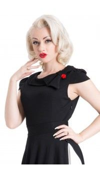 With cap sleeves and an asymmetrical rose button detail on the collar, we just adore this darling Voodoo Vixen Connie top! Vintage Inspired Fashion, Mod Fashion, 1960s Fashion, Vintage Fashion, 50s Outfits, Vintage Outfits, Vintage Clothing Uk, Voodoo Vixen, Collar Top