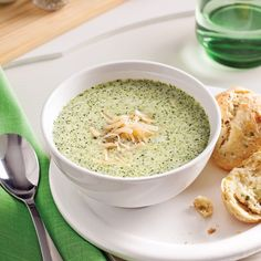 Soupe fromage et brocoli - 5 ingredients 15 minutes Pain Aux Olives, Greens Recipe, Cooking Time, Cheddar, Hummus, Pesto, Soup Recipes, Oatmeal, Chips
