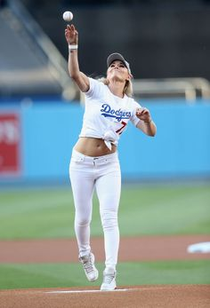 Olympic skier Lindsey Vonn throws out the ceremonial first pitch before the game between the Colorado Rockies and the Los Angeles Dodgers at Dodger Stadium on June 2017 in Los Angeles, California. Get premium, high resolution news photos at Getty Images Dodgers Outfit, Dodgers Gear, Dodgers Nation, Dodgers Baseball, Ski Girl, Sport Girl, Dodger Game, Dodger Stadium, Lindsey Vonn