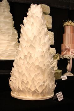 Modern wedding cake. If we could do that effect in tiers instead.......