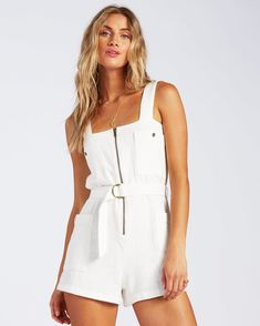 Summer Business Casual Outfits, Smart Casual Outfit, Girls Summer Outfits, Casual Summer Outfits, Cute Outfits, Rompers Dressy, Jumpsuit Dressy, Jumpsuit Outfit, White Short Jumpsuit