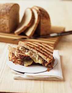 bella-illusione:    Grilled Gruyere and Sweet Onion