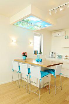 What a brilliant idea- a fake skylight in a dark kitchen Home Design Decor, Modern Interior Design, House Design, Home Decor, Kitchen Dining, Dining Table, Sweet Home, Inspiration, Furniture