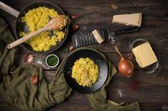 Το απόλυτο Ριζότο Μιλανέζε, όπως το φτιάχνουν οι Ιταλοί Paella, Cooking Time, Grains, Dairy, Rice, Cheese, Ethnic Recipes, Food Food, Kitchens