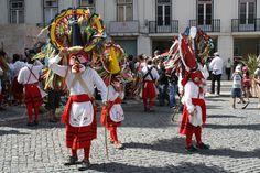 Os caretos da Lagoa de Mira desfilam pelo Carnaval.