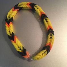 Rainbow Loom Bracelets Easy, Rainbow Loom Fishtail, Rainbow Loom Bands, Fishtail Loom Bracelet, Loom Band Bracelets, Rubber Band Bracelet, Wonder Loom, Rainbow Loom Patterns, Loom Charms