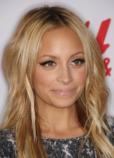 Nicole Richie Photos - H's Divided Exclusive Collection Launch Party - Zimbio Winged Eyeliner, No Eyeliner Makeup, Eyeliner Flick, Hair Makeup, Beauty Makeup, Hair Beauty, Makeup Box, Makeup Products, Beauty Products