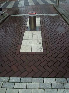 creatief met #geleidelijnen in #Zutphen. Gelukkig geen voetgangerszone.