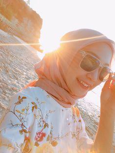 Modest Dresses, Modest Outfits, Modest Clothing, Hijab Fashion Summer, Muslim Fashion, Modest Fashion, Beautiful Beach Pictures, Beach Photos, Hijab Fashionista