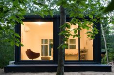 This is a container house for art studio design. Mb Architecture was success to change the container house for art design. Container Architecture, Container Buildings, Container Home Designs, Container Conversions, Casas Containers, Cargo Container, Container Office, Shipping Container Homes, Shipping Containers