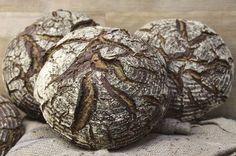 Dietmar Kappl - einer der besten Bäcker Österreichs - gibt seine Erfahrungen weiter und präsentiert traditionelle und ausgefallene Brotrezepte zum Nachbacken.