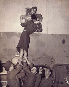 19 Kisses Captured At The Perfect Moment: Marlene Dietrich kisses a GI as he arrives home from World War II in this is just a heart warming beautiful photo. Marlene Dietrich, All You Need Is Love, My Love, Fun Loving, Last Kiss, Vintage Love, Vintage Romance, Vintage Kiss, Vintage Style