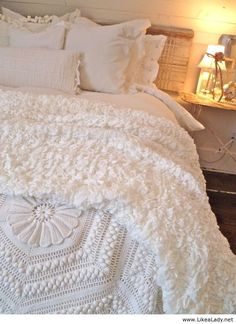 Gorgeous white bedding. Wish I could have white bedding....except I have an 84-pound dog that likes to jump on my bed when I'm not home