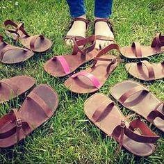 Kožené ručně šité sandály v odstínu Whisky opatřeny staromosazným zapínáním, pro zpestření jedny s růžovým páskem.. #Olies #handmade #sandals #barefootshoes #leather Whisky, Gladiator Sandals, Barefoot, Shoes, Zapatos, Shoes Outlet, Shoe, Footwear, Whiskey