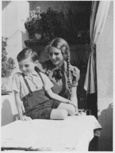 A photograph of 'Two splendid Aryan children!' shown in several Berlin photo shops is actually of two Jewish children.