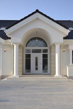 Realizacja projektu Rezydencja Parkowa on Behance House Front Design, Modern House Design, Door Design, Exterior Design, My House Plans, Modern House Plans, Style At Home, Bungalow Haus Design, Luxury Modern Homes