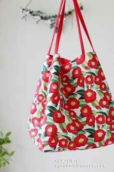 Purse Patterns, Quilted Bag, Fabric Bags, Fashion Bags, Quilts, Tote Bag, Purses, Sewing, Cocktail