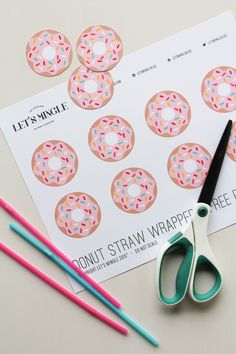 Learn how to make these cute printable sprinkle donut straw toppers, perfect for National Donut Day! Donut Party, Donut Birthday Parties, Birthday Party Themes, Birthday Ideas, Donuts, Party Mottos, Grown Up Parties, Serpentina, Donut Decorations