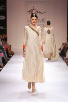 Exquisite embroideries,natural fabrics & vibrant colours; Ek-Ru's collection was amazing. #JabongLFW #lakmefashionweek