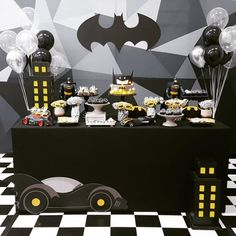 Festa do Batman: 70 ideias que vão animar até os morcegos Jesus Birthday, Batman Birthday, Batman Party, Superhero Birthday Party, Boys 1st Birthday Party Ideas, 1st Boy Birthday, Boy Decor, Art Party, Entertaining