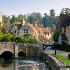 Castle Combe Village , UK  (© Peter Adams/Corbis)
