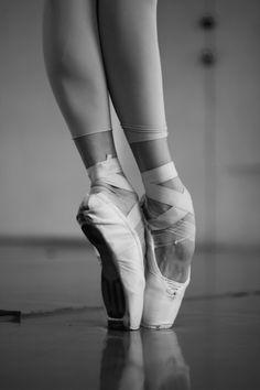 A ballet dancer (italian: ballerina balleˈriːna fem. Dancers Feet, Ballet Feet, Ballet Dancers, Ballet Leotards, Dance Photos, Dance Pictures, Pointe Shoes, Ballet Shoes, Ballet Photography