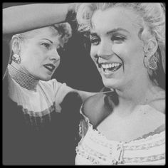 "1953 / For the purposes of the film ""River of no return"", Marilyn uses several hair extensions (already in advance for her time), capped by her appointed hairdresser, Gladys RASMUSSEN."