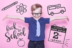 A new school year is on the horizon and it's time to plan that first day of school photo. Get your kids excited with these cute and fun ideas! First Day Of School Pictures, First Day School, School Photos, New School Year, Toddler Growth Chart, Milestone App, Toddler Milestones, Kindergarten First Day, School Grades