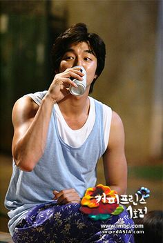 Gong Yoo and his arms as Choi Han Gyul - Coffee Prince Korean Celebrities, Korean Actors, Gong Yoo Coffee Prince, Goong Yoo, Goblin Gong Yoo, Korean Drama Movies, Korean Dramas, Yoon Eun Hye, Tv Series 2013