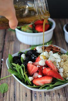 Detox Berry Quinoa Spinach Salad perfect for the Summer, light  easy to make! | www.joyfulhealthyeats.com