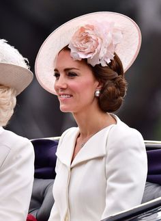 Catherine, Duchess of Cambridge leaves Buckingham Palace during the Trooping the Colour, this year marking the Queen's birthday at The Mall on June 2016 in London, England. The ceremony is. Get premium, high resolution news photos at Getty Images Kate Middleton Hats, Kate Middleton Wedding, Kate Middleton Style, Duchess Kate, Duke And Duchess, Duchess Of Cambridge, Queen 90th Birthday, British Royal Families, Wedding Hair Inspiration