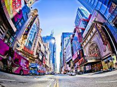 ¿Reconoces este lugar? Es el #TimesSquare, la intersección más conocida en Manhattan. Está situada en la esquina de la Avenida Broadway y la 7ma Avenida.  http://www.bestday.com.mx/Nueva-York-City-area/Atracciones/