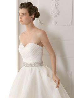 SUTIL   Wedding Dresses   2012 Collection   Alma Novia (close up)