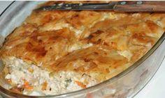 ΥΛΙΚΑ 2 φύλλα σφολιάτας 1 κοτόπουλο ή 4 στηθάκια, βρασμένο και ξεψαχνισμένο 20 φέτες μπέικον ψιλοκομμένο 1/4 gounda τριμμένο 1/4 κεφαλοτύρι τριμμένο 1/4 regatto τριμμένο 1 κουτί μανιτάρια ψιλοκομμένα 1 κρεμμύδι τριμμένο στον Cookbook Recipes, Cooking Recipes, The Kitchen Food Network, Savory Muffins, Savoury Pies, Christmas Cooking, Greek Recipes, Different Recipes, Food Network Recipes