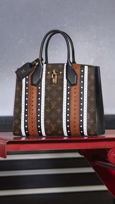 Handbags & Wallets - Louis Vuitton's Fall 2017 Ad Campaign is Jam Packed with Brand New Bags - How should we combine handbags and wallets? Luxury Bags, Luxury Handbags, Fashion Handbags, Fashion Bags, Fashion Shoes, Louis Vuitton Handbags, Purses And Handbags, Kelly Bag, New Bag