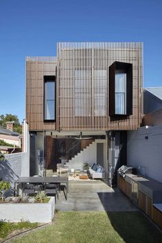 Fitzroy North House Renovation / MMAD Architecture