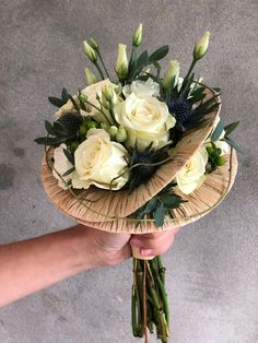 Creative Flower Arrangements, Flower Arrangement Designs, Church Flower Arrangements, Flower Designs, Floral Arrangements, Christmas Wedding Bouquets, Wedding Flowers, Flower Box Gift, Arte Floral