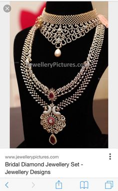 I love the detailing of the long necklace