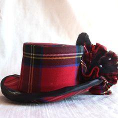 Beautifully hand crafted tartan top hat by RagDolliesMadhouse on deviantART. Perfect for Christmas! Tartan Plaid, Tweed, Style Anglais, Tartan Fashion, Pamela, Scottish Tartans, Love Hat, Houndstooth, Dresses