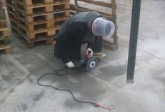 Safety first. Using what is available for safety.even if it is a clear bucket instead of safety glasses and hard hat. Funny Fails, Funny Memes, Hilarious Quotes, Safety Fail, Darwin Awards, Youre Doing It Wrong, Workplace Safety, Safety First, Working People