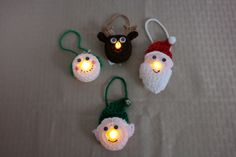 Lighted Elf Ornament – Free Pattern | Fromm Me To You. Superleuk gehaakte kerstversiering met lichtjes. Gratis patroon.