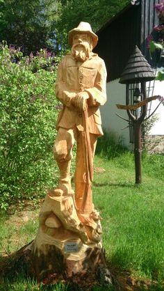 Mit der Motorsäge erschaffene Skulptur aus dem Erzgebirge.