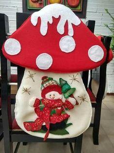 in feltro e pannolenci, Christmas, Noel,Navidad Easy Christmas Ornaments, Felt Christmas Decorations, Simple Christmas, Christmas Stockings, Christmas Crafts, Christmas Chair Covers, Ornaments Design, Felt Diy, Holiday Crafts